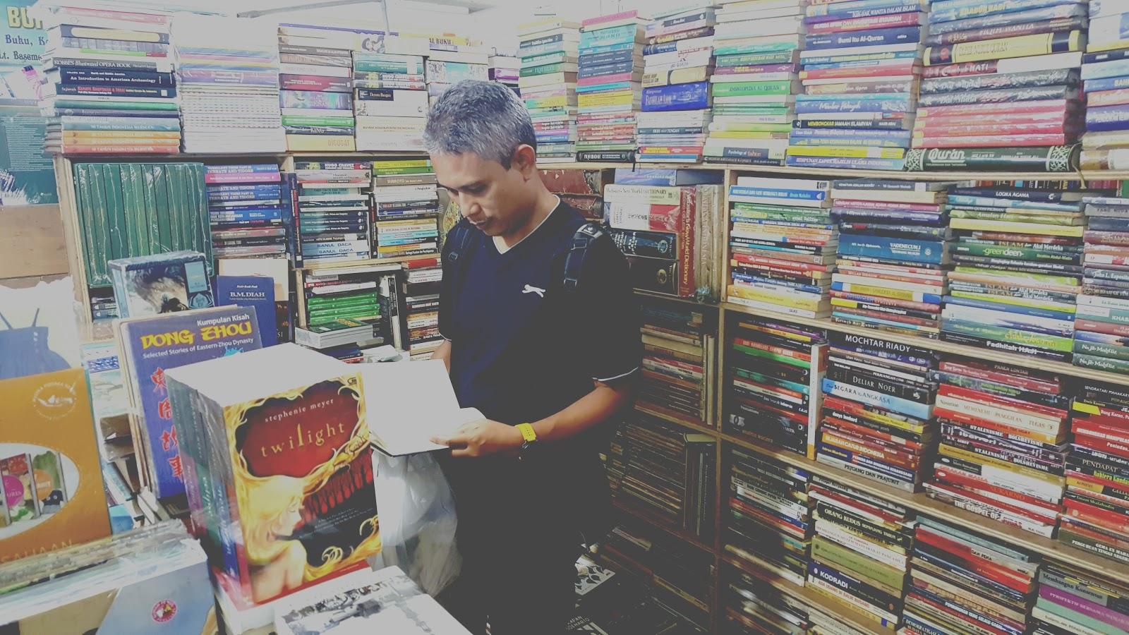 Berburu Buku di Blok M Square