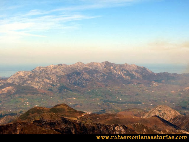 Ruta Pico Vízcares: Desde la cima del Vízcares, vista de la sierra del Sueve