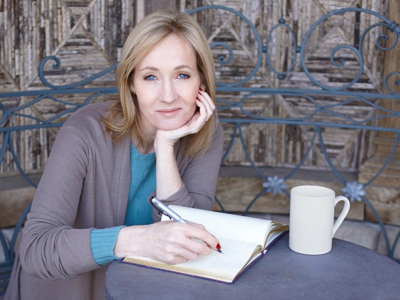 113 Biografi Jk Rowling Novelis Fiksi Penyihir Dumbledore Flash Soft Cover Harry Potter And The Deathly Hallows Dan Relikui Kematian Sebuah Cerita Fantasy Yang Mengisahkan Kehidupan Bernama Di Sekolah Bersama Dengan 2 Temannya Untuk