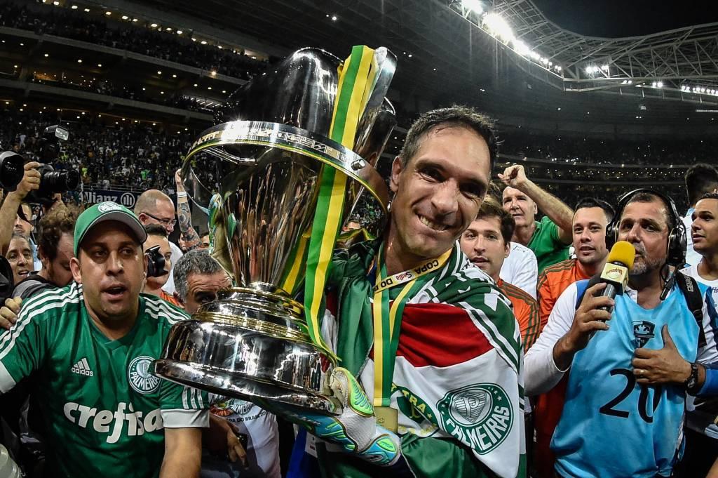 Prass com a taça da Copa do Brasil