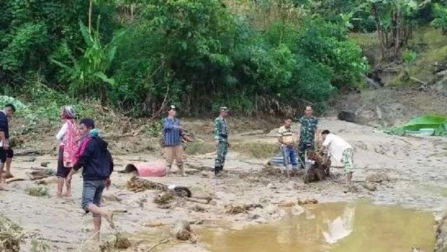 Dua Rumah Terseret Banjir Bandang, Empat Warga Hilang