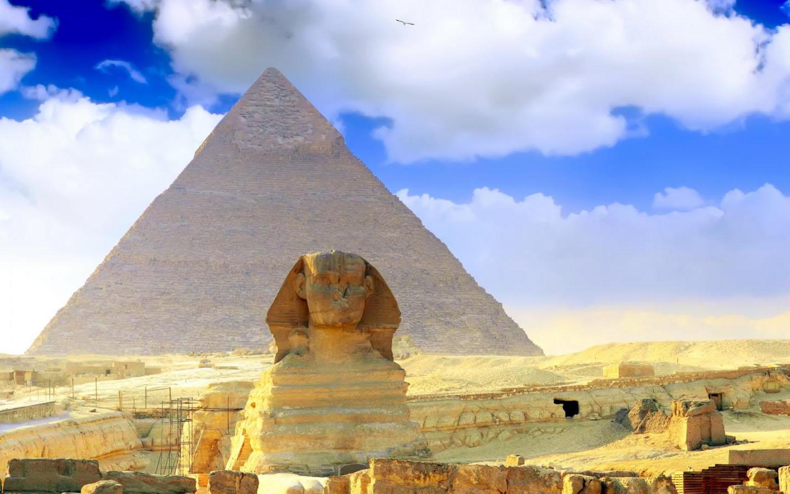 pyramid background-#7