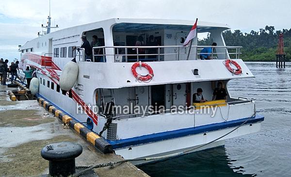 Boat Laju ke Raja Ampat