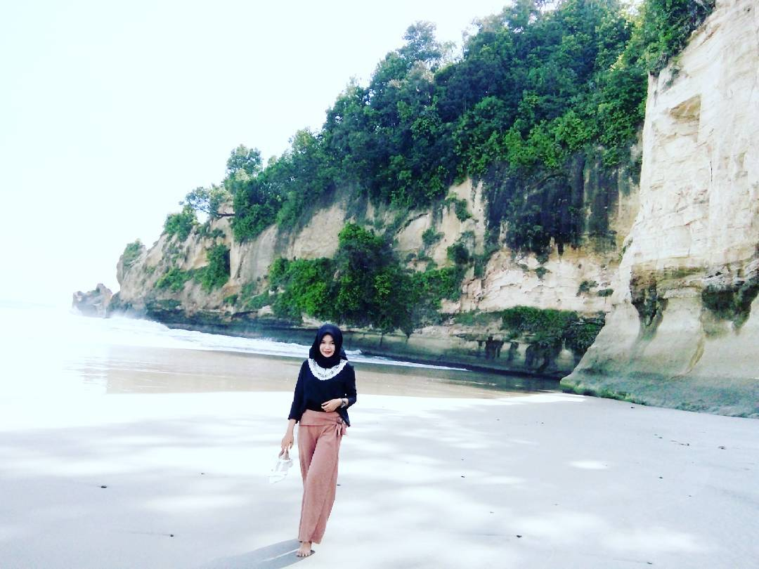 Wisata Pantai Manula Kaur