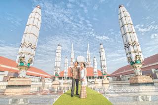 Foto pre wedding di Masjid Agung Jawa Tengah, Semarang