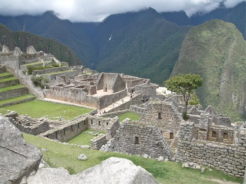 an analysis of the history of the incas in peru western south america The inca empire, the massive nation that extended 2,500 miles along the western coast of south america and had a population of over 7 million at its peak it included all of what is now ecuador and peru and most of chile.