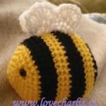 https://lovecharlie.co/2017/09/03/free-amigurumi-bee-pattern/