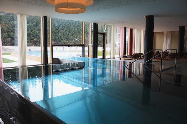 Der Swimmingpool im Falkensteiner Hotel in Schladming © Copyright Monika Fuchs, TravelWorldOnline