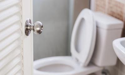Δημόσιες τουαλέτες: Ποιος είναι ο πιο υγιεινός τρόπος να κάθεστε [vid]