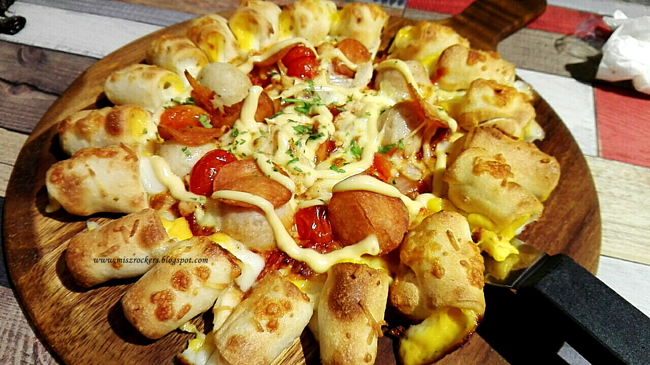 CHICKEN CHEESY BITES PIZZA HUT