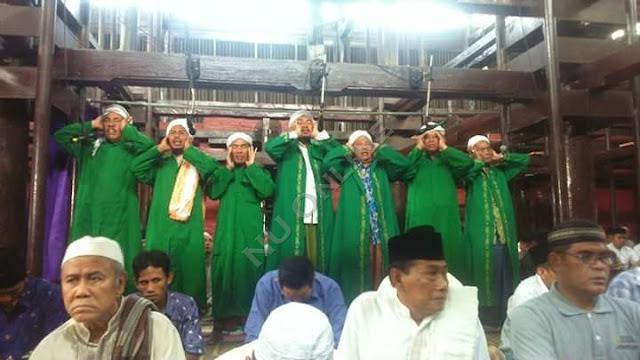 Di Masjid Ini Azan Jumat Dilakukan Tujuh Orang