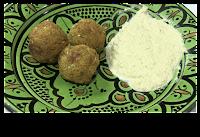 salsa tahini y falafel
