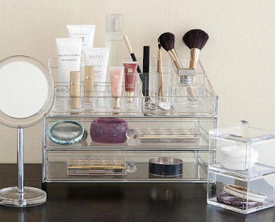 Tips to Keep Your Cosmetic and Jewelry Display Organized