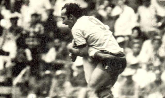 Tostão comemora seu primeiro gol pela seleção na Copa de 1970