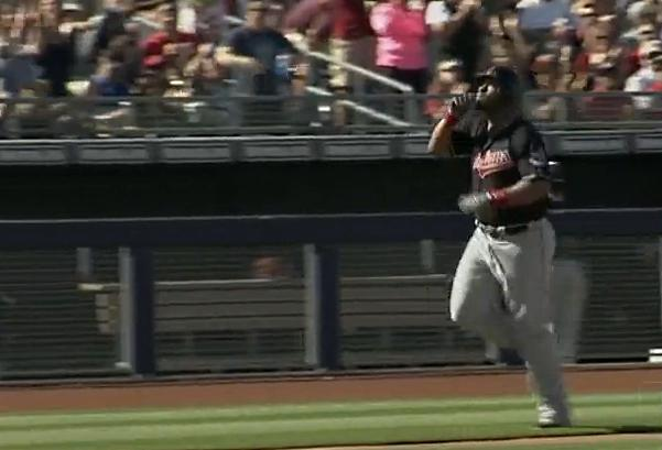 Jesus Aguilar muestra su valia (VIDEO) para quedarse en #MLB
