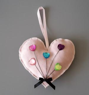 serduszko z materiału, serce z cekinami, zawieszka serce