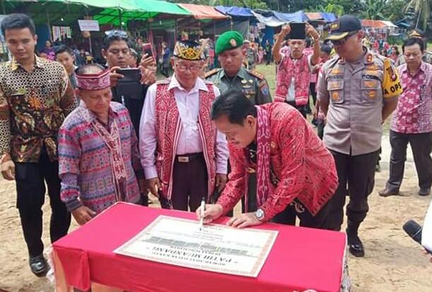 Bupati Kapuas Hulu Resmikan Rumah Betang Suku Dayak Kantu' Sungai Uluk
