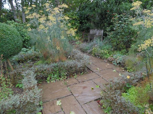 Country Garden, ścieżka z kamiennych płyt