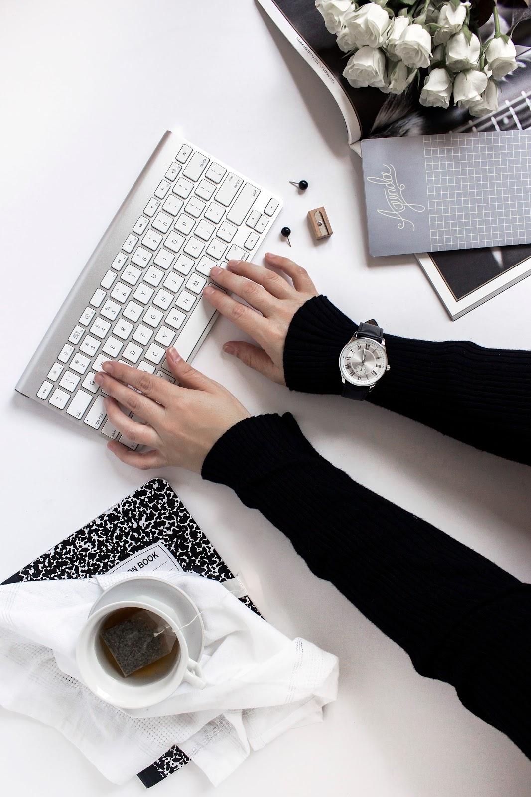 jak maksymalnie wykorzystać czas, laptop, stock photo