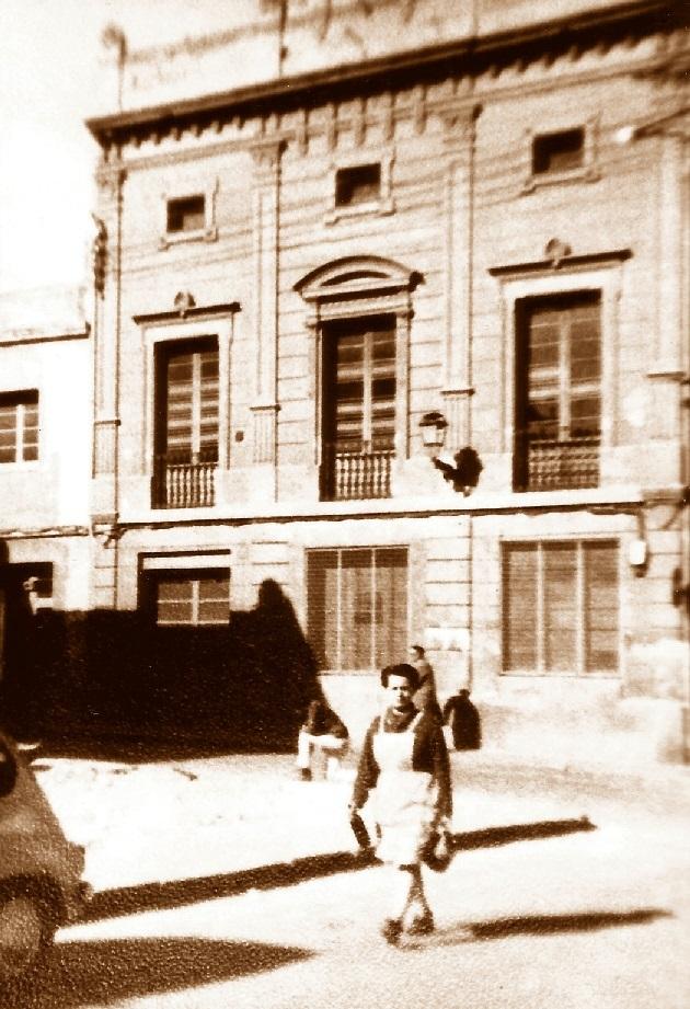 Fachada del Casal Catòlic de Sant Andreu en los años cuarenta