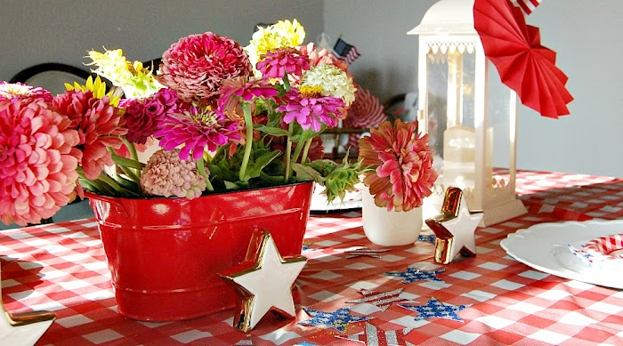 Creating A Simple Red, White & Blue Indoor Picnic