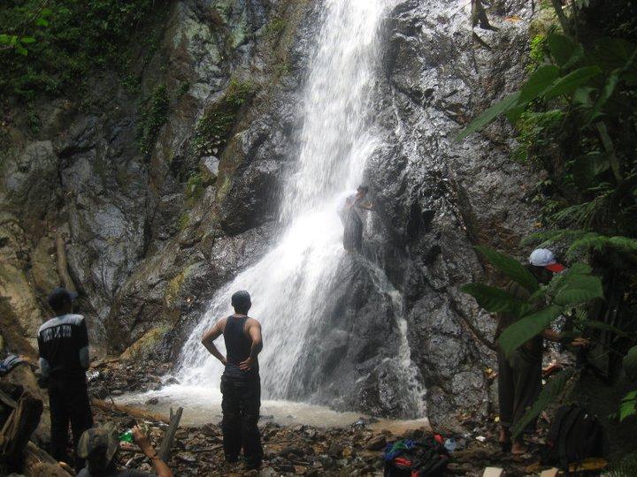 objek wisata air terjun lano adalah objek wisata alam yang menarik berlokasi di kawasan hutan desa kecamatan jaro kab