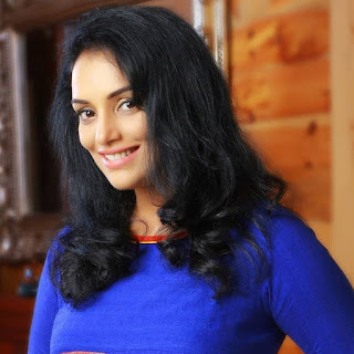 Shweta menon hot, movies, age, ishq, hot photos, date of birth, videos, baby, actress, husband, sreevalsan menon, latest movie, singer, lalee lalee, ishq, daughter, family, facebook