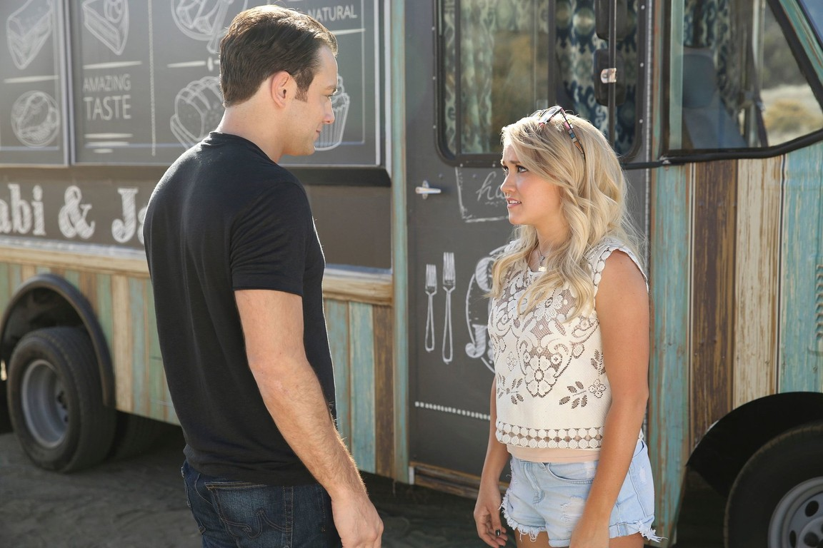 Young and Hungry - Season 3 Episode 1: Young & The Next Day