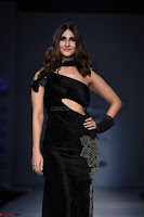 Vaani Kappor in a Black Rina Dhaka Outfit at Amazon India Fashion Week with Maybelline New York 3.jpg