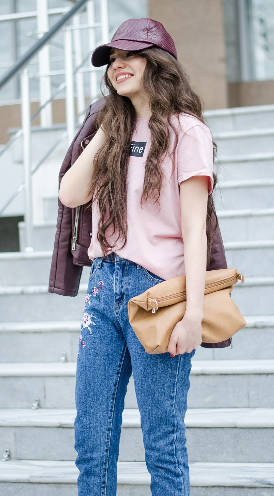 fashion blogger diyorasnotes diyora beta jeans with embroidery pink shirt leather jacket zara slippers