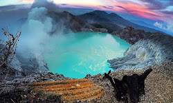 Puncak Kawah Gunung Ijen Crater