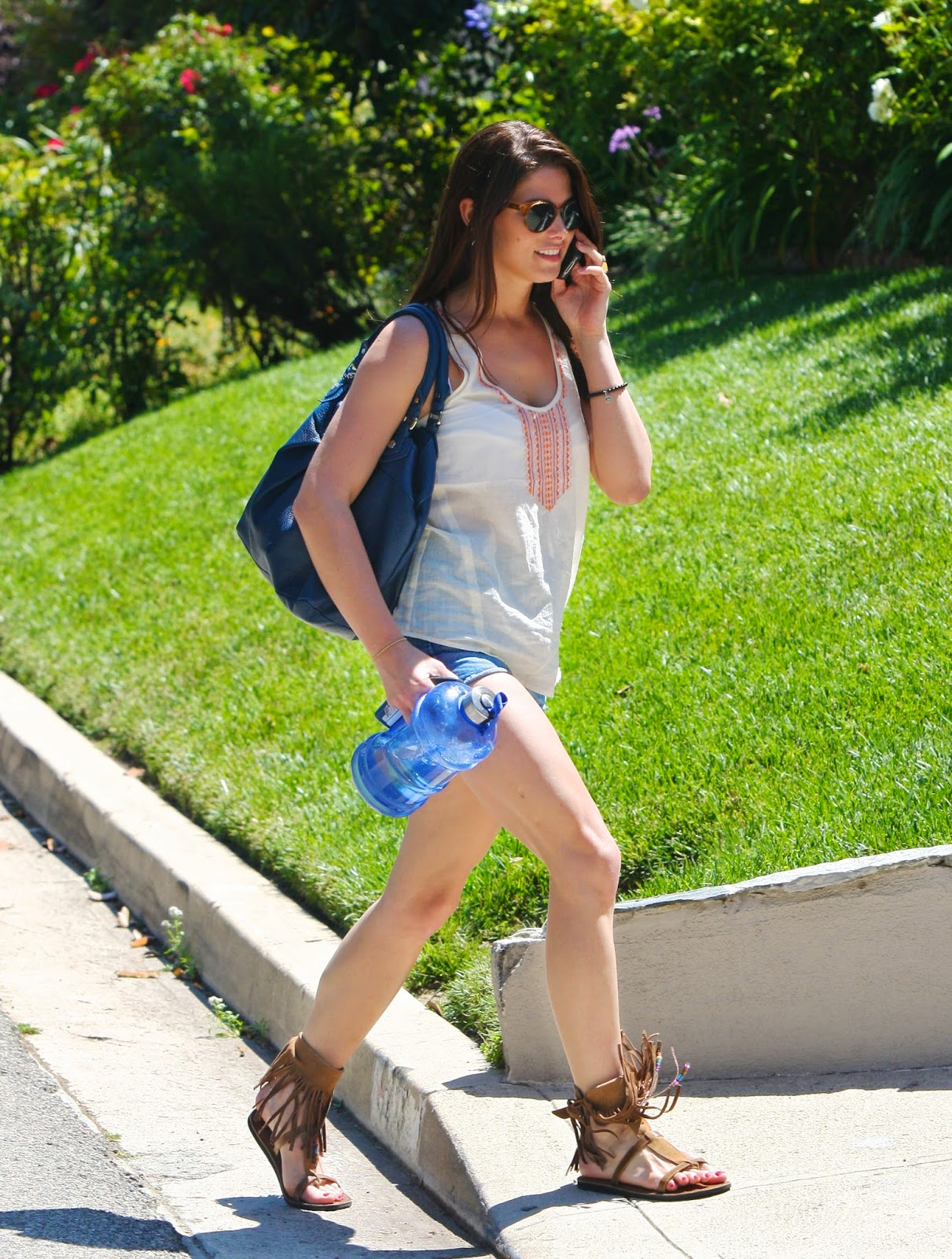 Her Calves Muscle Legs: Ashley Greene shows off muscular ...