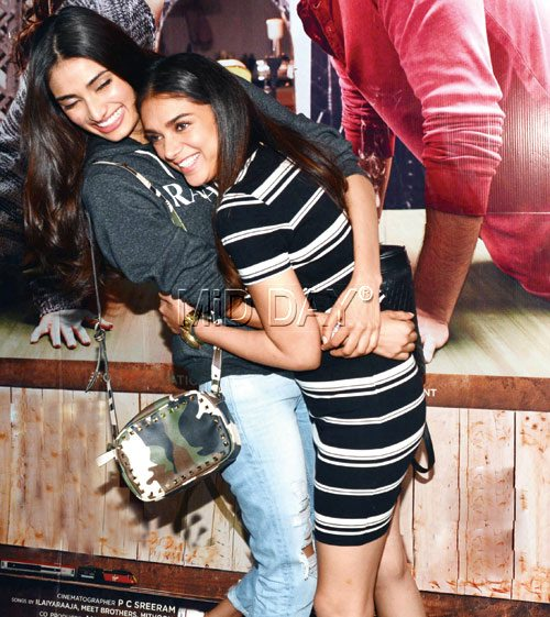 ATHIYA SHETTY AND ADITI RAO HYDARI BOND BIG TIME AT 'KI AND KA' SCREENING - BOLLYWOOD NEWS - LATEST UPDATES OF BOLLYWOOD NEWS
