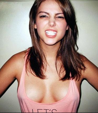 wanita tanpa bra