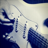 Como usar la púa de guitarra