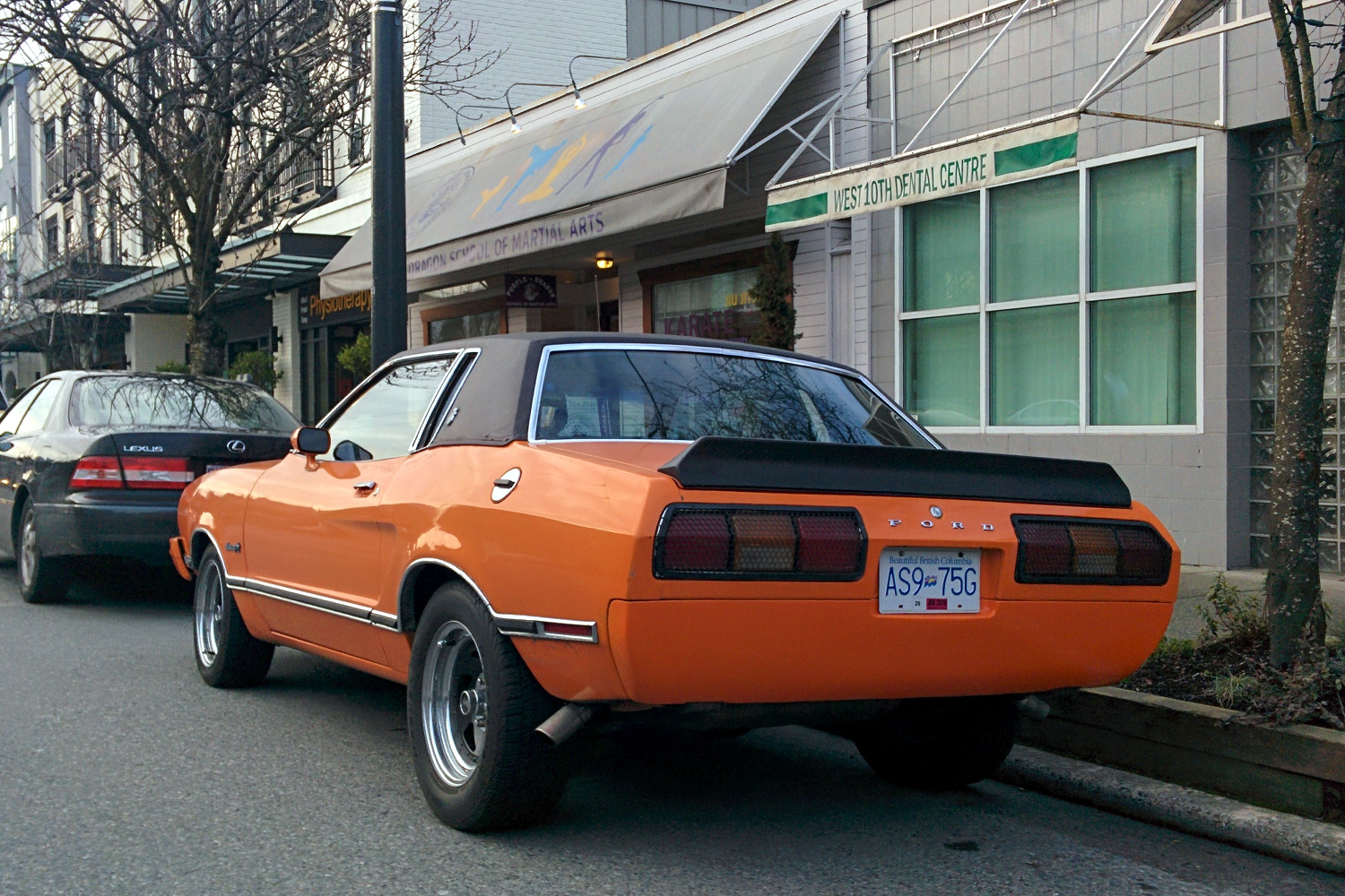 old parked cars vancouver 1975 ford mustang ii ghia. Black Bedroom Furniture Sets. Home Design Ideas