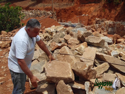 Pedra para construção de chalé com pedra, tanto para revestimento de pedra na parede com para parede de pedra com espessura de 20 cm a 30 cm.