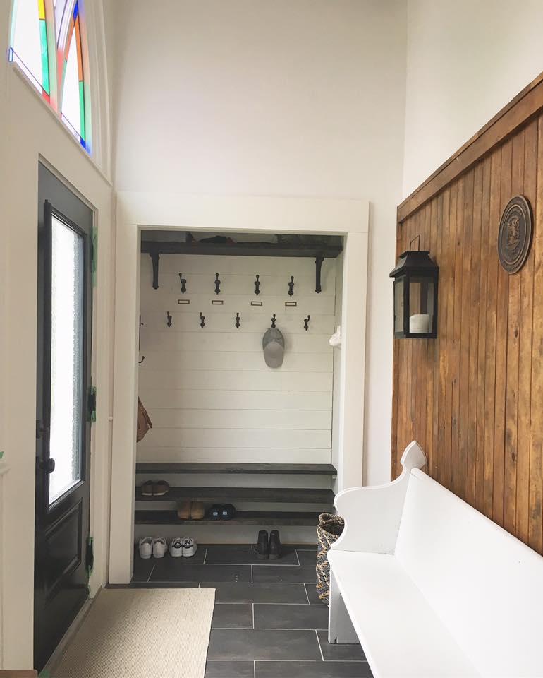 Farmhouse Foyer Tile : White wood farmhouse mudroom foyer makeover