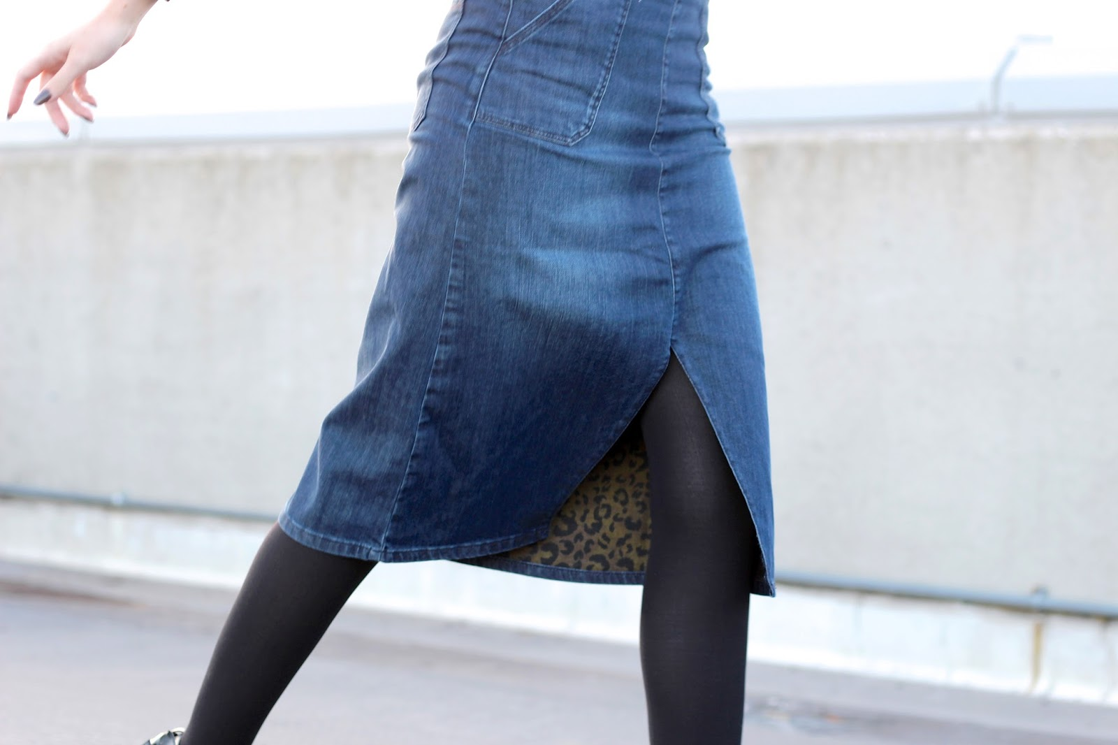 Denim midi skirt with leopard print lining by Jaeger