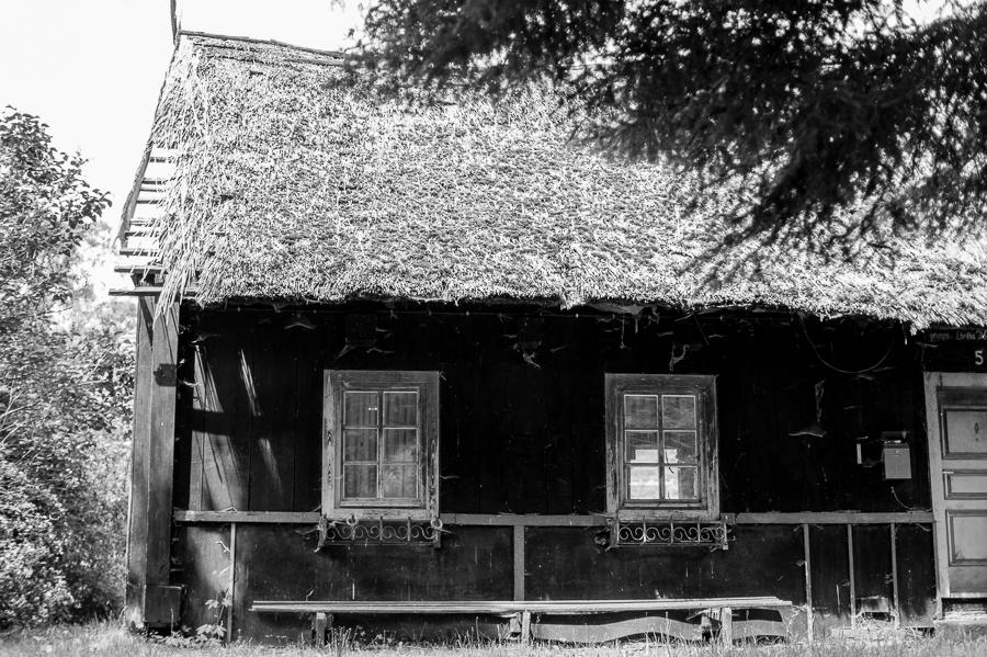 Blog + Fotografie by it's me! | fim.works | SchwarzWeissBlick No 19 | Lost Places im Spreewald, Brandenburg | verfallener Dachfirst im Spreewald