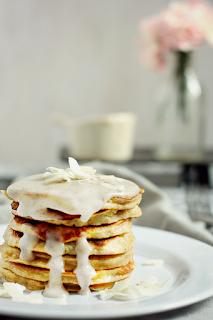 http://www.everydaycooking.pl/2014/03/pancakes-kokosowo-bananowe.html