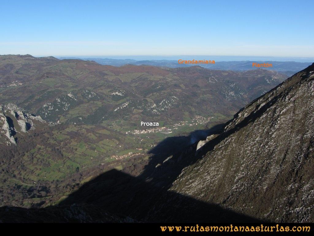 La Airúa Naval: Desde el Cascorbal, vista del pico Grandamiana y Plantón