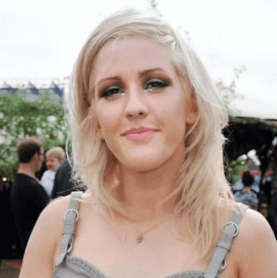 Ellie Goulding in Annoushka Alphabet E Pendant