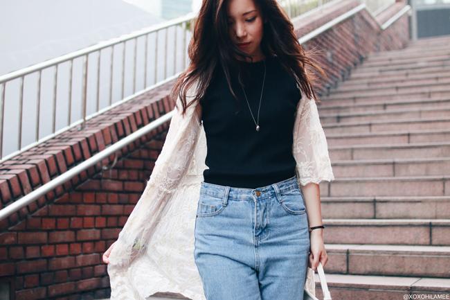 ファッションブロガー日本人、今日のコーデ、ノースリーブトップス、フレイドヘムマムジーンズ、レースガウン、ノームコア、フェミニンアウトフィット