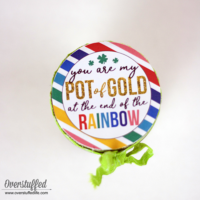 St. Patrick's Day | Pot of Gold | You are my pot of gold at the end of the rainbow | Mason jar craft | candy jar | free printable | free St. Patrick's Day holiday printable | St. Paddy's Day gift idea | St. Patrick's Day craft idea for kids | DIY St. Pat's mason jar craft ideas