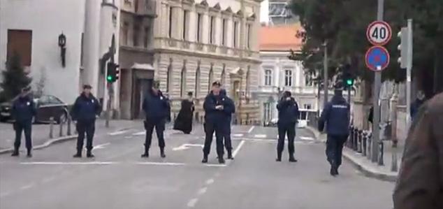Бежанија Патријарха Иринеја пред народом (Видео)