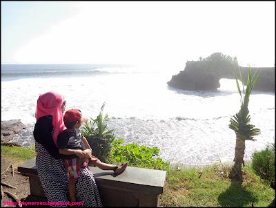 siang di tanah lot Bali