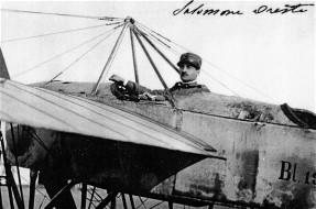 Oreste Salomone a bordo di un velivolo militare