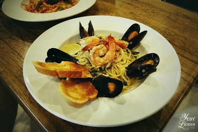 Prawn and Mussels Pasta, Main Street Kapitolyo