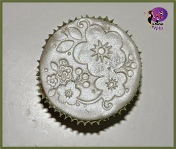 http://monde-de-kita.blogspot.fr/2014/07/des-cupcakes-en-tout-genre-cela-fait.html